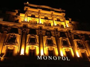 Hotel_MONOPOL_Luzern_Hotel-Fassade-nachts-2_quer