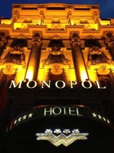 Hotel MONOPOL Luzern bei Nacht