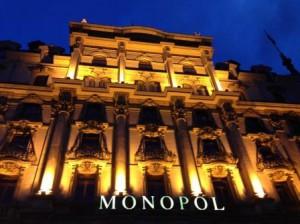 Hotel_MONOPOL_Luzern_Hotel-Fassade-nachts_quer