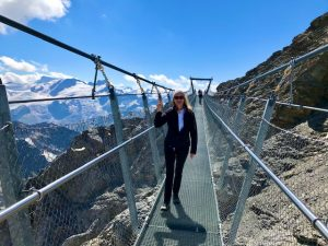 Titlis – Expérience Cliff Walk avec un gouffre de 500 m