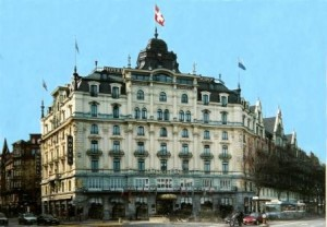 Hotel MONOPOL Luzern direkt am Bahnhof (kein Taxi nötig)