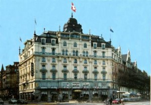 Hotel MONOPOL Luzern bei Tag!